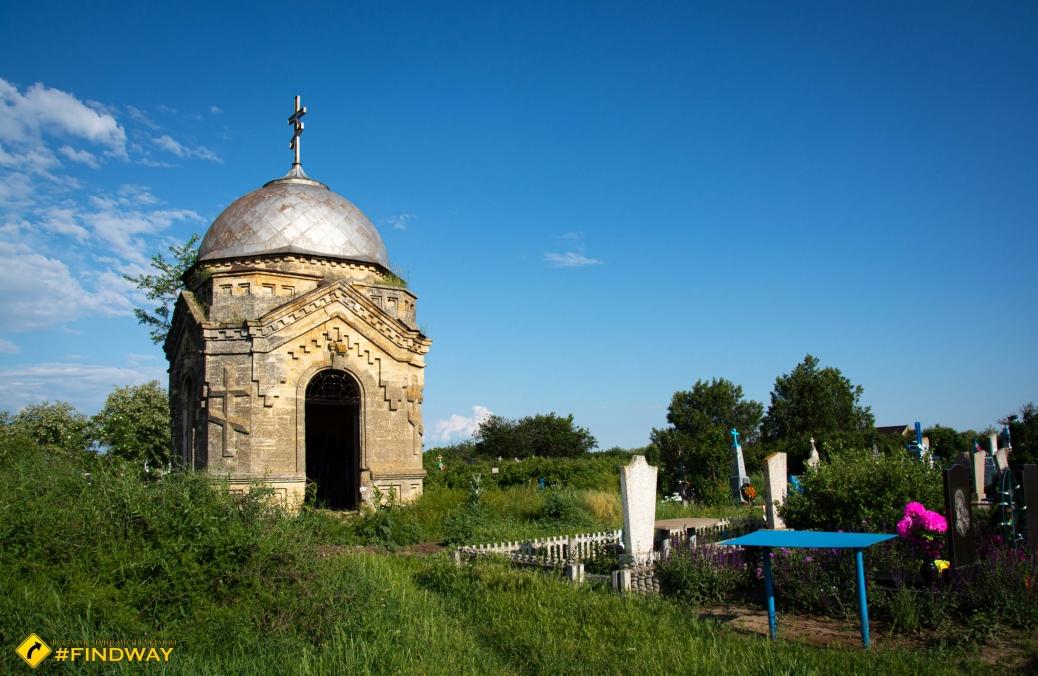 Abandoned chapel of XIX century, Pravdyne