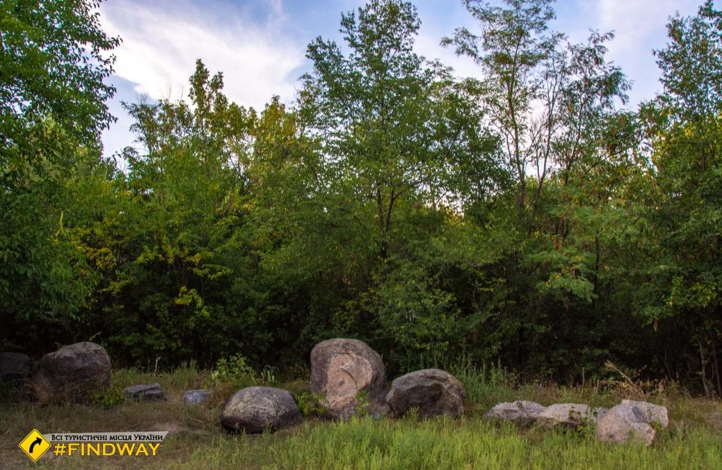 Мыкильский кромлех, Древний каменный капище, Никольское-на-Днепре