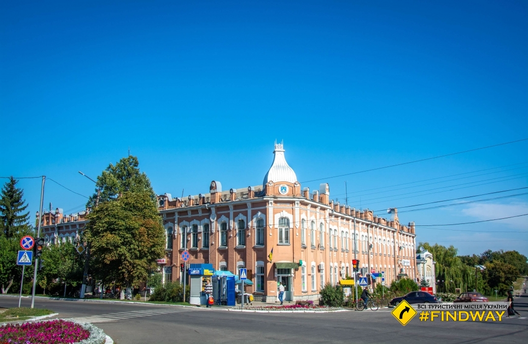 Architecture of Vozdvizhenska central street, Zinkiv