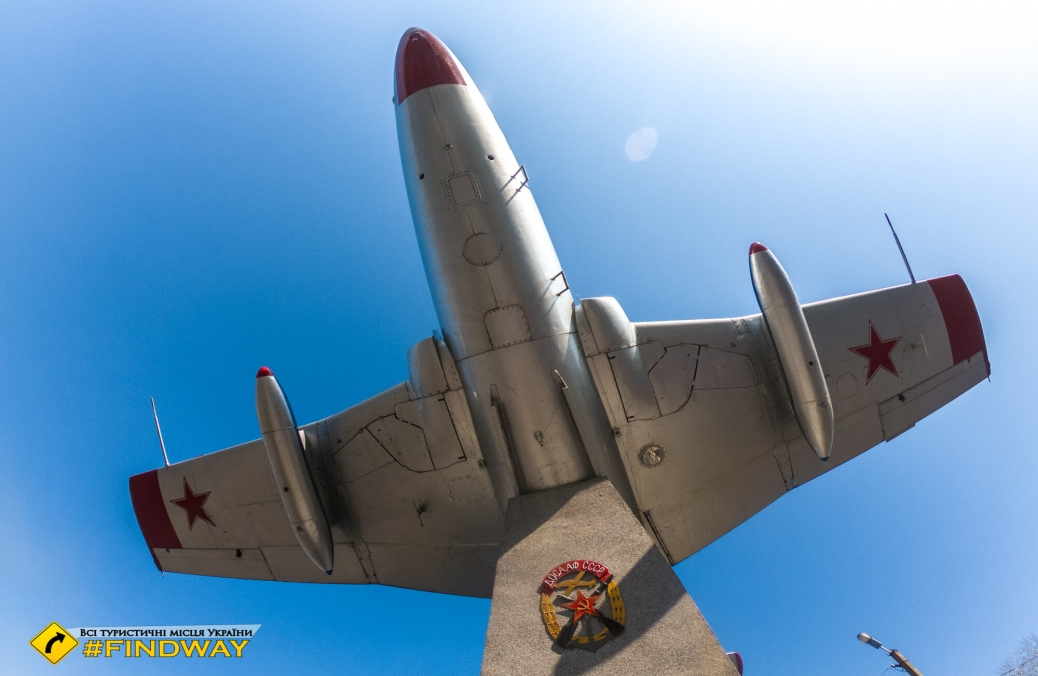 Пам'ятник літаку Л-29, Вовчанськ