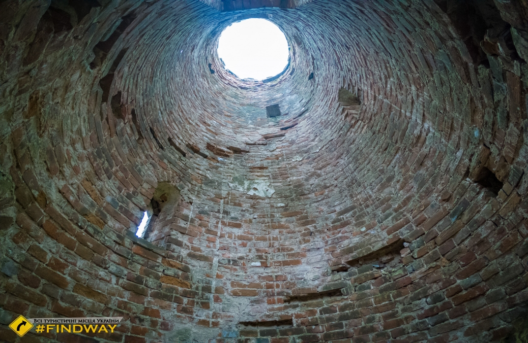 Tower ruins of Jacob de Balmen, Lynovytsya