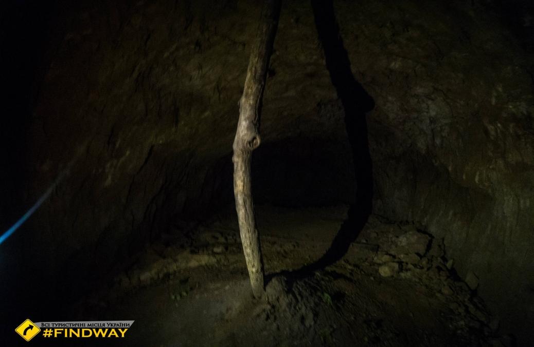 Caves, Holodnyi Yar