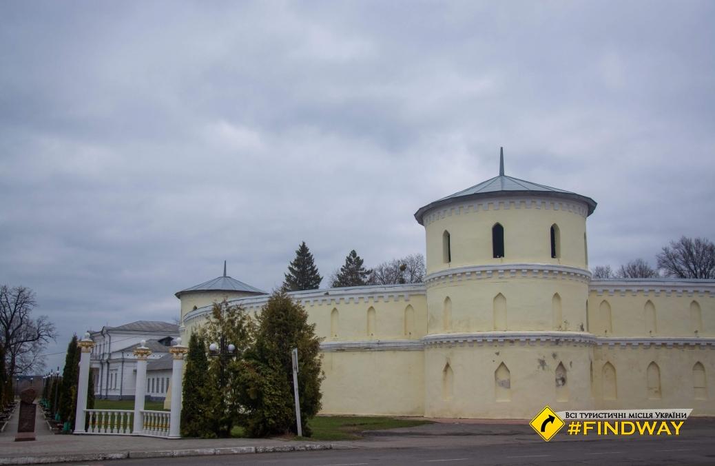 "Krugliy dvіr (manor-playpen ""Round court""), Trostyanets"