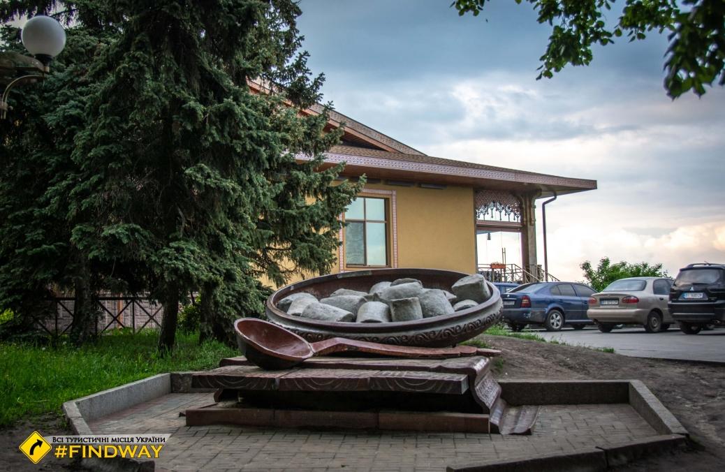 Dumplings monument, Poltava