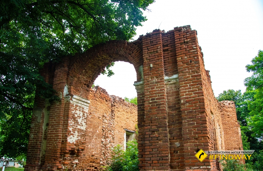 The ruins of old church, Malyzhine