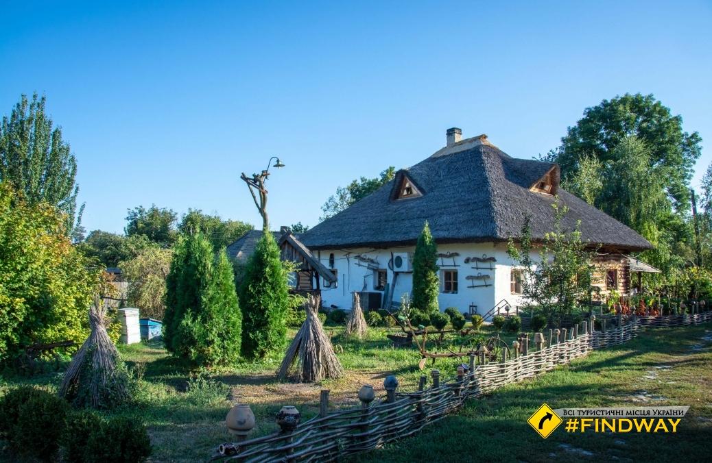 """Ethnic Restaurant """"Khutir Gogol"""", Veliky Sorochintsy"""