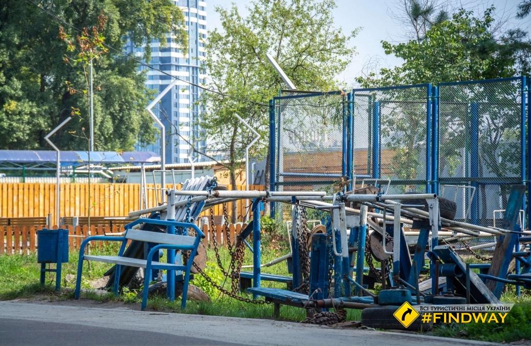 Качалка у Гідропарку, Тренажерний зал Труханів острова під відкритим небом, Київ