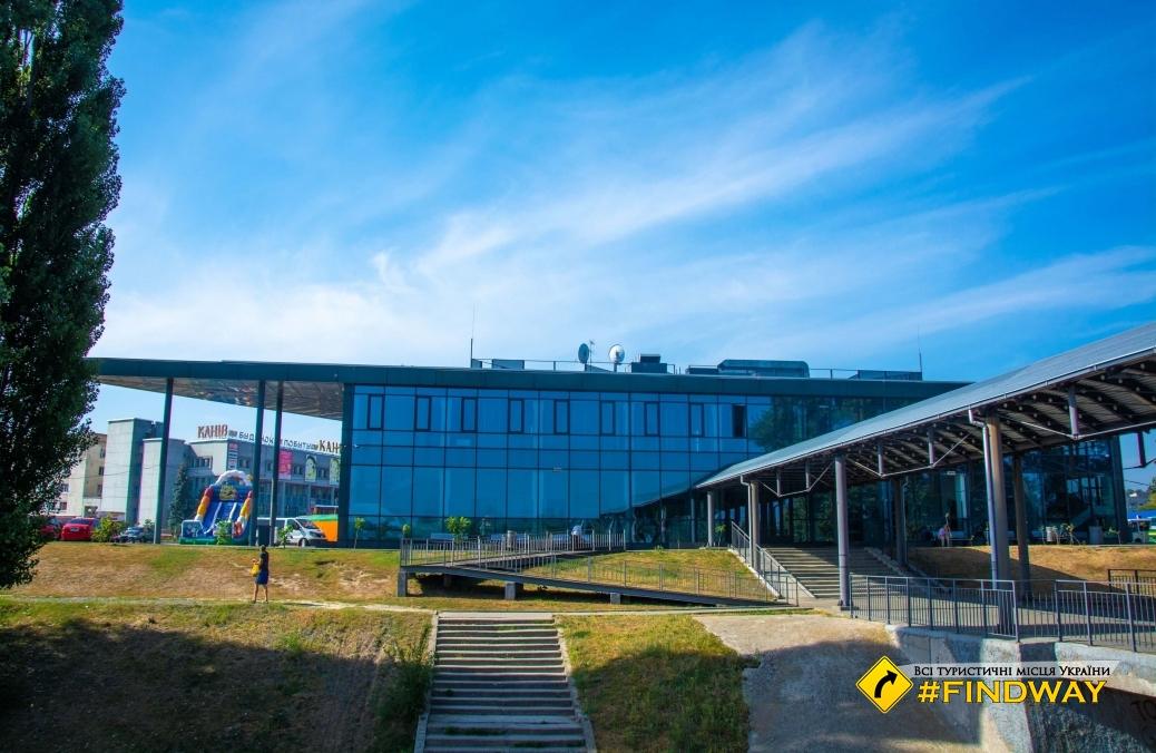 "Berth and Bus Station ""Kaniv"""