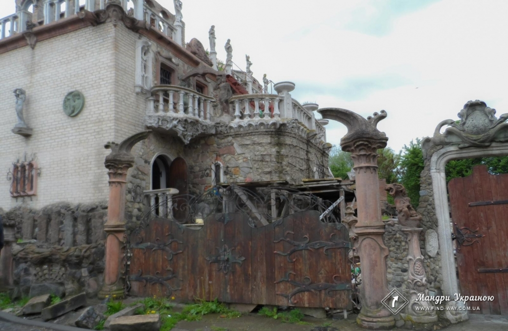 """House of thousand faces"" by sculptor Golovan, Lutsk"