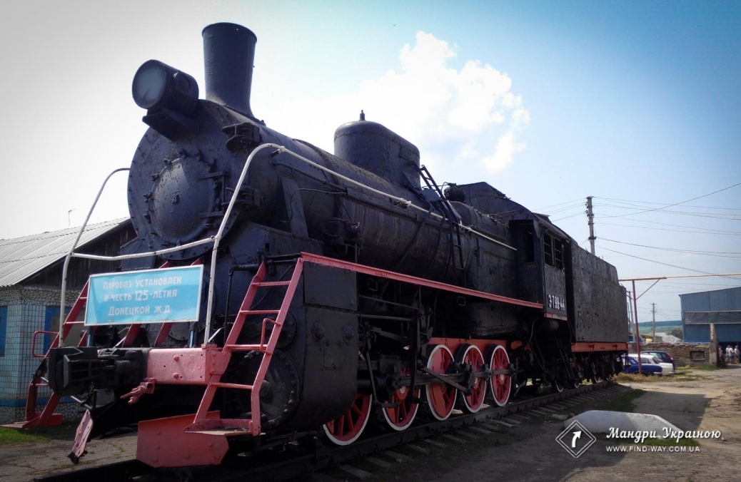 Steam locomotive monument Mavag (1953) Svatove