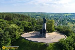 Monument to Khmelnitsky, Zamkova hora, Chigirin