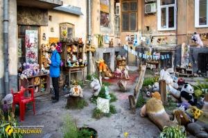 Двір загублених іграшок, Львів