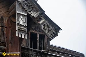Дерев'яний будинок директора, Гути