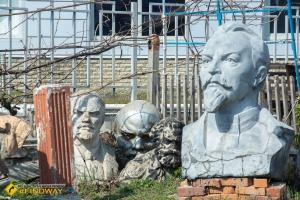 """Outdoor sculptures museum """"Sklo"""", Kharkiv"""