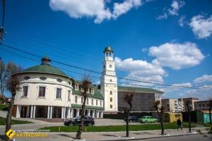 Central Square, Ostrog