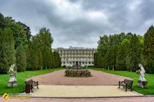 """Курортный парк, Моршин (Санаторий """"Мраморный дворец"""")"""