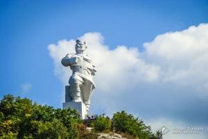 Пам'ятник Артему, Мемориальний комплекс Другої Світової Війни, Святогірськ
